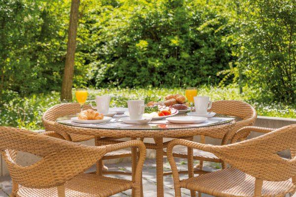 Hotel Newton Heilbronn Frühstück im Garten